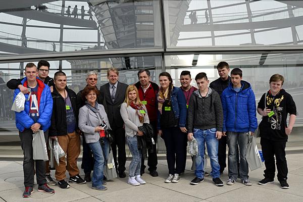 Die 10. Klasse der Herderschule besuchte MdB Dirk Vöpel im Deutschen Bundestag