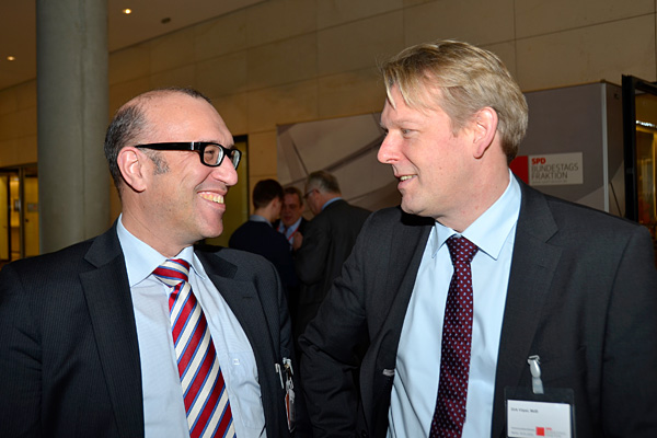 Stadtkämmerer Apostolos Tsalastras und MdB Dirk Vöpel auf der Fraktionsebene im Reichstagsgebäude